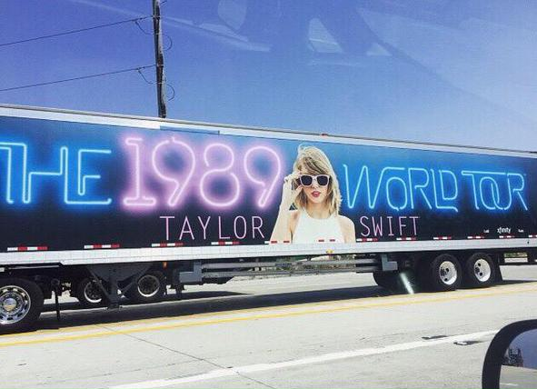 Check Out Taylor Swift S Tour Bus At The Comcast Center On